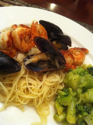Home Made Love: Shrimp and Mussels In Lemon and White Wine Sauce