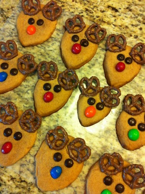 Kid-Friendly Peanut Butter Reindeer Cookie and Snowman Cupcake Recipes